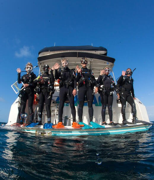 PIMS divers onboard RV ANGARI
